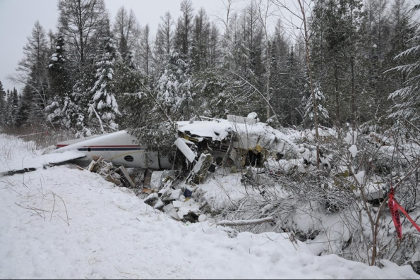 Photo 1. Aircraft wreckage