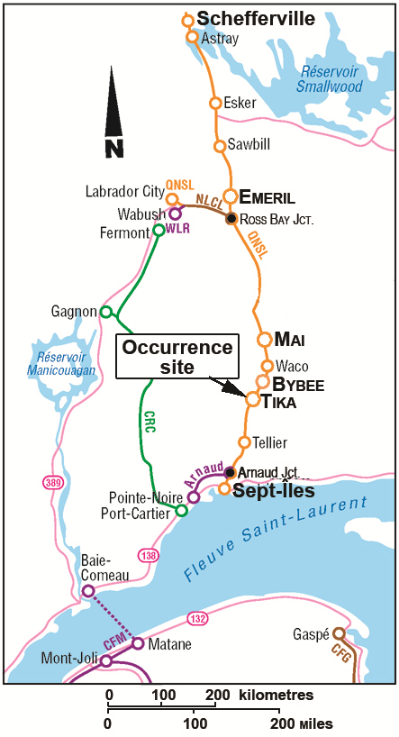 Map of eastern Quebec showing the rail track between Schefferville and Sept-Îles, with an arrow pointing at the occurrence site near Tika